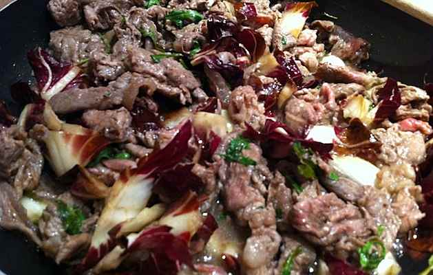 Straccetti e radicchio ricette in 30 minuti - Cucinare gli hamburger in modo diverso ...