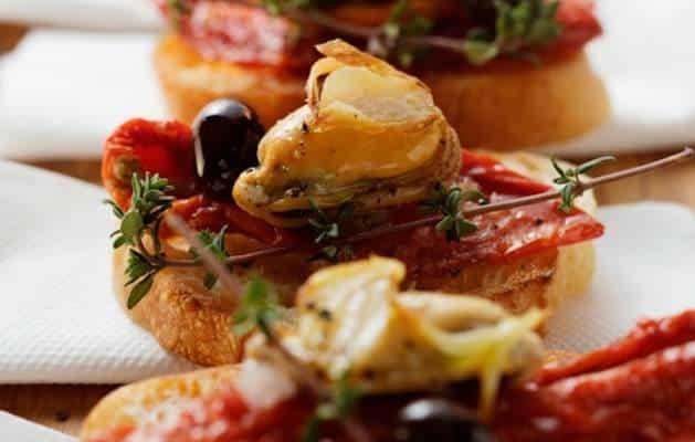 Bruschetta cozze e pomodori secchi