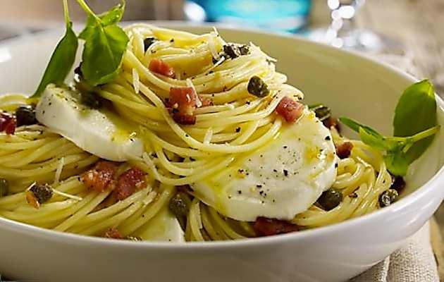 Spaghetti mozzarella e pancetta