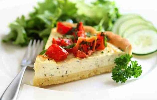 torta salata con ricotta e pomodorini