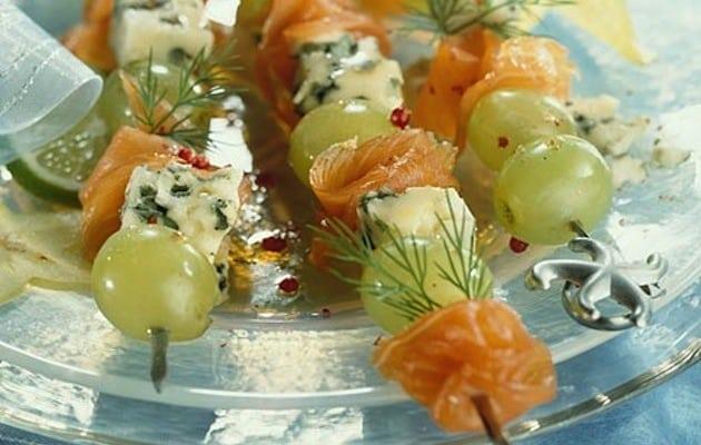spiedini uva formaggio salmone